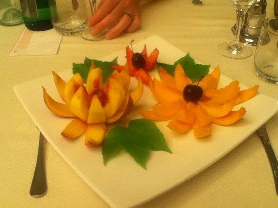 Hotel Delfino: My peach flower dessert