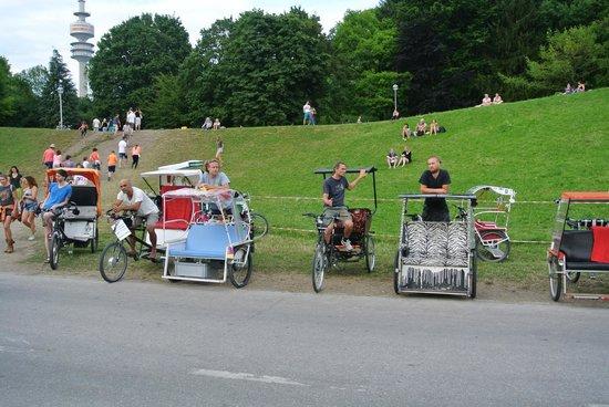Olympiapark: Велорикши ждут отдыхающих
