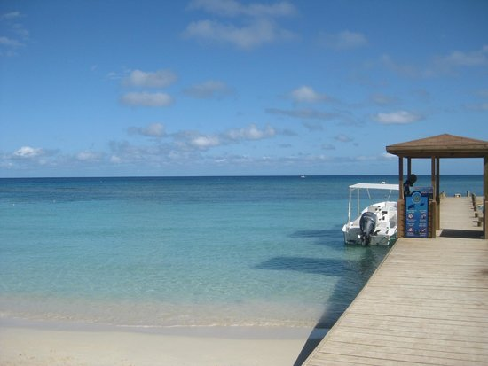 West Bay Lodge and Spa : It is that blue!