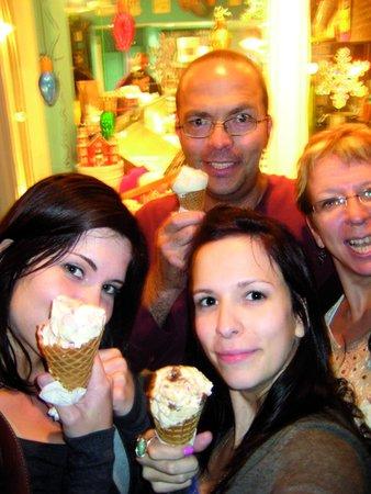 Hampton Inn Amelia Island at Fernandina Beach: ice cream please