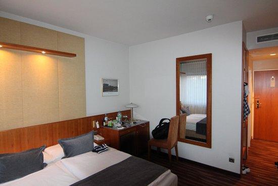 Golden Tulip Berlin - Hotel Hamburg: Номер