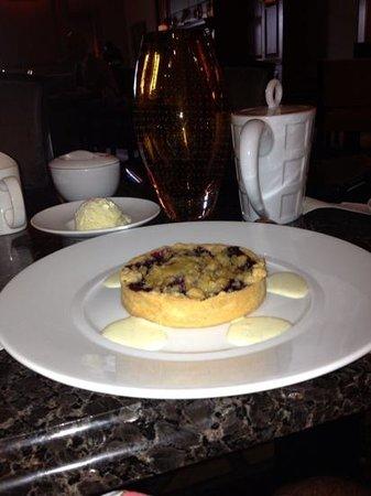 Swann Lounge & Cafe: Blueberry Tart.....