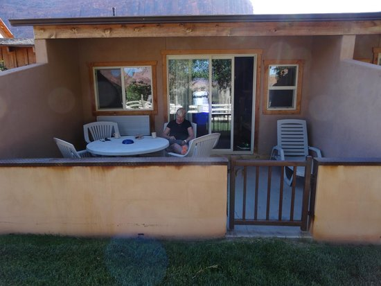 Red Cliffs Lodge : Out patio