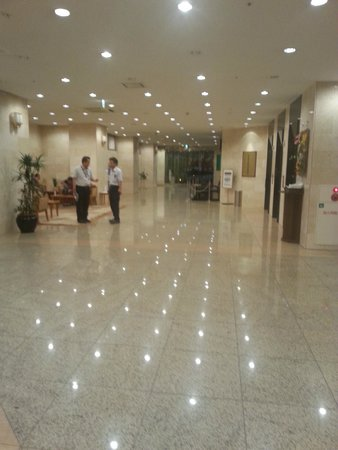 Nishitetsu Inn Shinjuku: Hotel Lobby