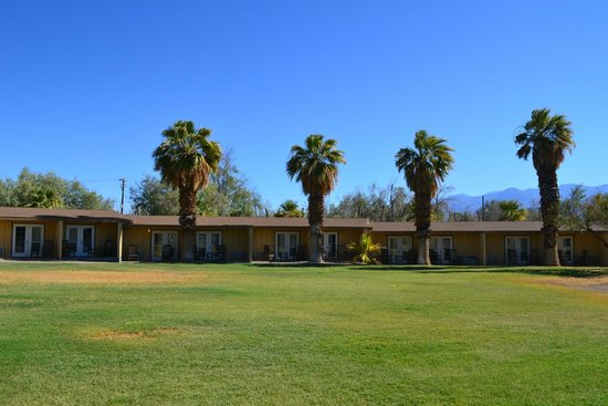 Furnace Creek Inn and Ranch Resort: Hotel grounds and rooms.