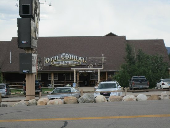 Old Corral Hotel: Front of hotel