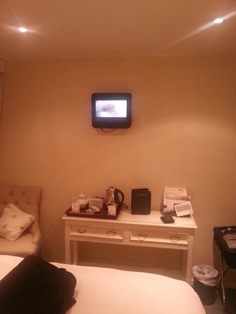 Holdsworth House Hotel & Restaurant: The TV in room 14!