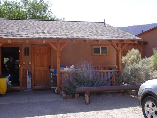 Red Cliffs Lodge : Our room 201