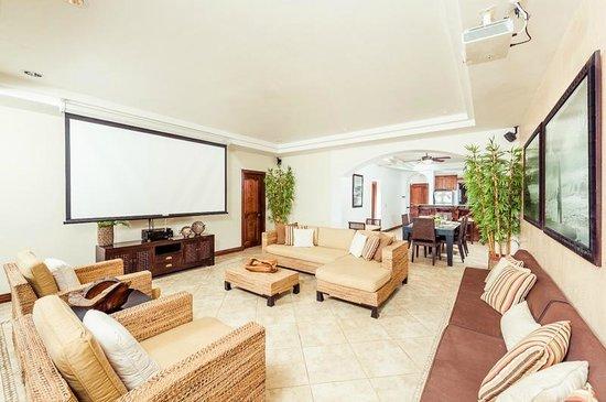 Horizontes del Mar Complex : Den with 8' movie screen