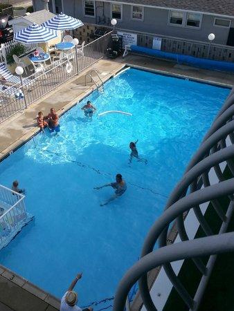 Sandpiper Motel Clean Clear Pool