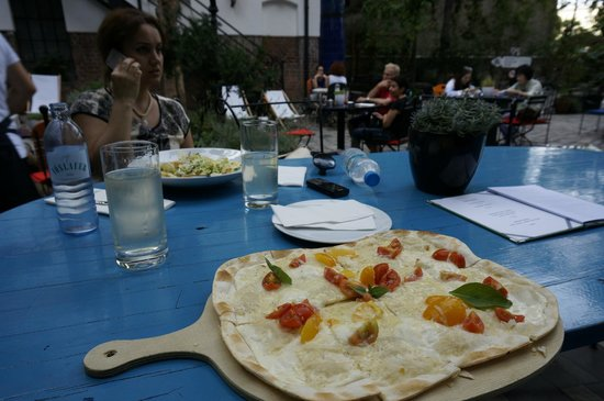 Tian Bistro: Flammkuchen with tomato and cheese