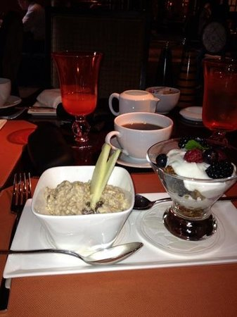 Fountain Restaurant: muesli with granola , yogurt and mixed berries.....