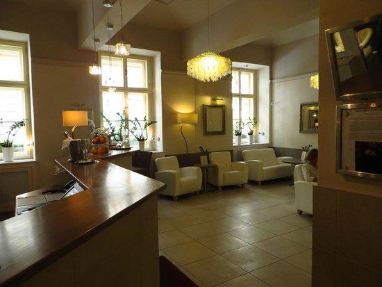 Unitas Hotel: Reception Lounge Area