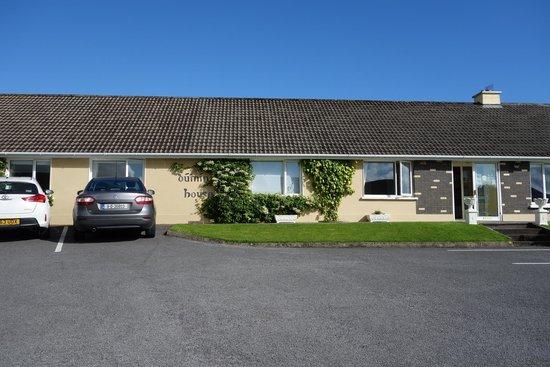 Duinin House: Front of inn
