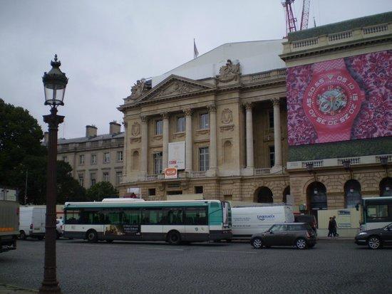 Place de la Concorde: Vista do Hotel Crillon
