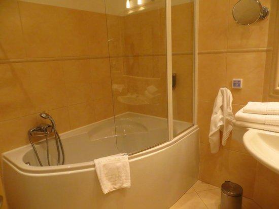Unitas Hotel: Bath