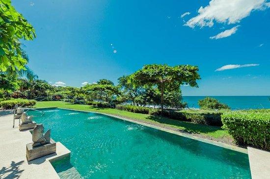 Horizontes del Mar Complex: Oceanfront pool