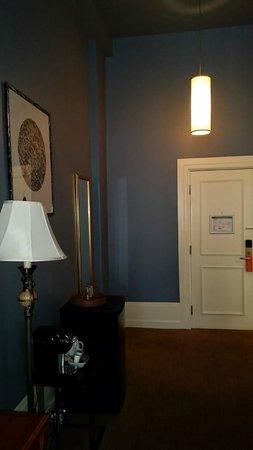LHotel: Room