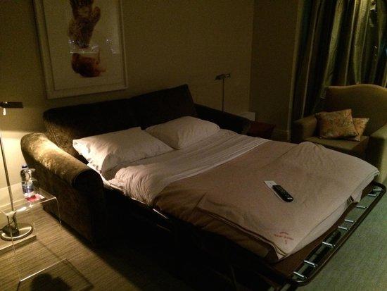 Auberge Saint-Antoine: sofa bed