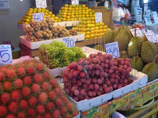 Cooking with Poo and Friends: Fruit stall at market
