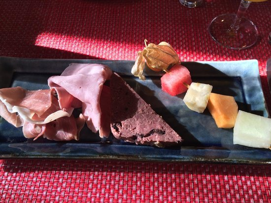 Auberge Saint-Antoine: breakfast buffet (selected food)