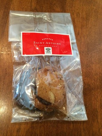 Auberge Saint-Antoine: Chek-out gift: cookies