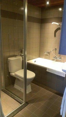 Hotel Leeuwenbrug: Sehr neues und sauberes Bad