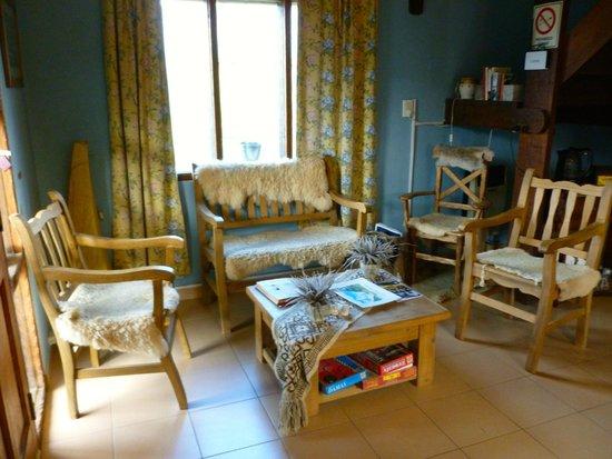 Hosteria Lago Viedma: Hostel living room