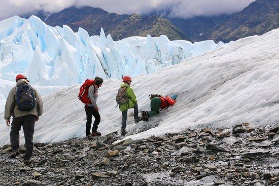 Mica Guides : Exploring a mini ice cave