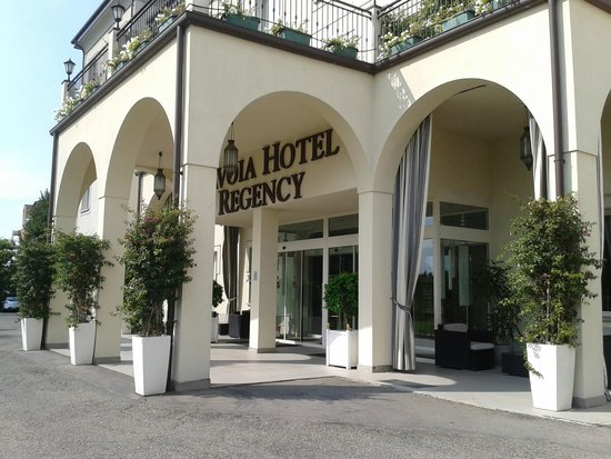 Savoia Hotel Regency : Front entrance