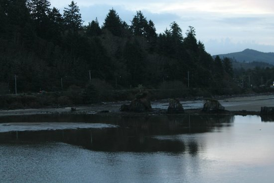 Siletz Bay Lodge : River/ocean view at daylight