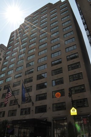 Loews Regency New York Hotel: Front of hotel