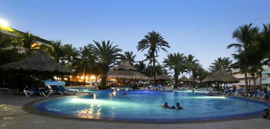 SUNSOL Isla Caribe: Pool at night