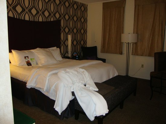 Madison Hotel: King room