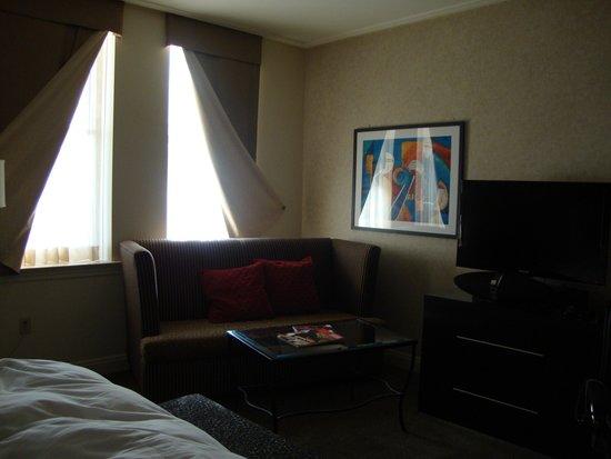 Madison Hotel: nice modern king