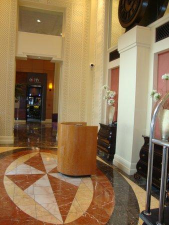 Madison Hotel: Foyer