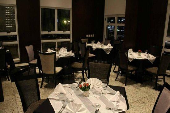 Quality Hotel Curitiba: Restaurante do hotel
