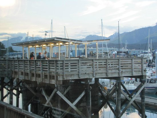 Chinooks Waterfront Restaurant: Fishermen at work - View from within the restaurant
