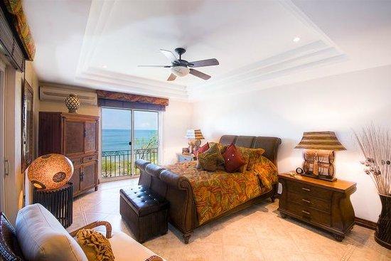 Horizontes del Mar Complex: Penthouse Master Bedroom