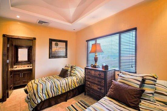Horizontes del Mar Complex: penthouse guest bedrooms