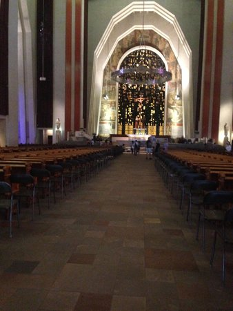 St. Joseph's Oratory of Mount Royal: interior of church
