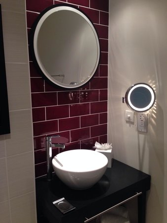 Hotel Indigo Newcastle: Bathroom