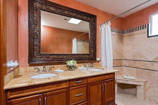 Horizontes del Mar Complex: penthouse guest  bathroom