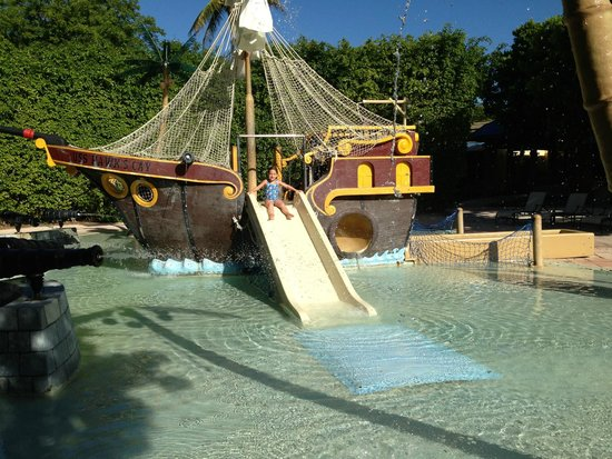 Hawks Cay Resort : pirate ship at kids area