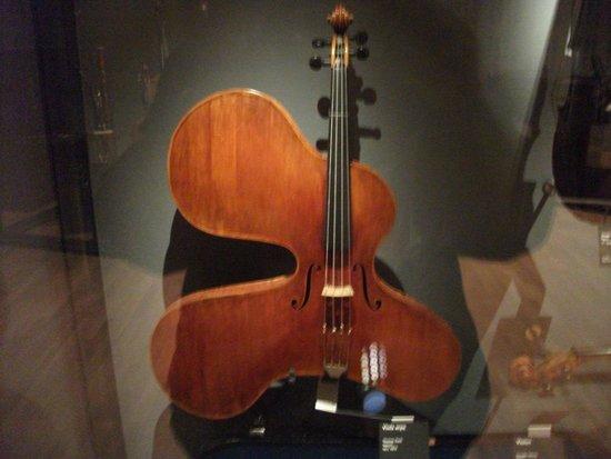 Musée de la musique : Abstract Violine