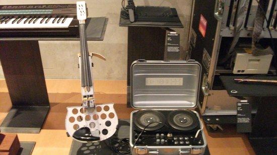Musée de la musique : Electronic Violine