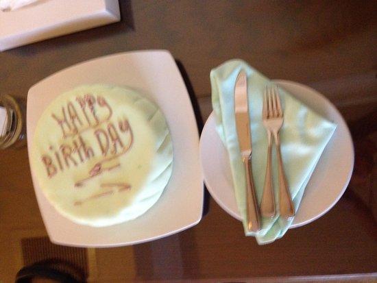 Hilton Cairo Zamalek Residences: Birthday cake