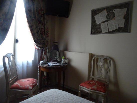 Hotel Caron de Beaumarchais : Bedroom