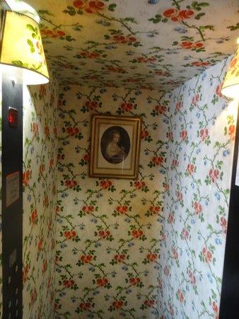 Hotel Caron de Beaumarchais: Elevator