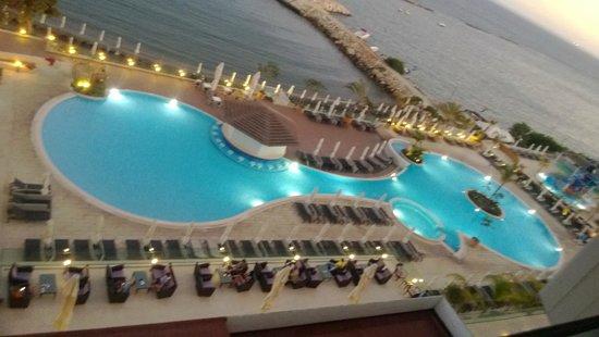 The Royal Apollonia: Вид на бассейн